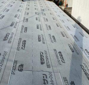 ルーフィングを貼り終わった屋根