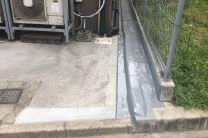 雨漏りの原因となっていた陥没箇所に防水塗装を行った様子