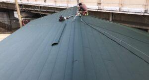 スーパーガルテクトを張り終わり、新しくなった屋根