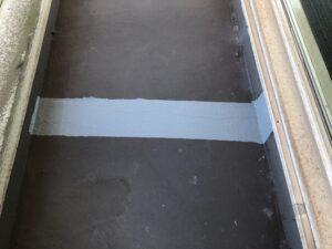 ヘアークラックに防水塗装を行った床